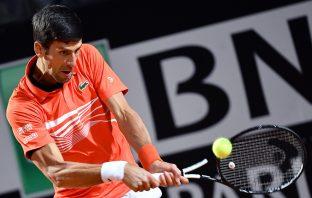 Novak Djokovic durante il match con Juan Martin Del Potro al Centrale del Foro Italico - Foto ANSA