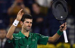 Djokovic strapazza Tsitsipas e vince a Dubai