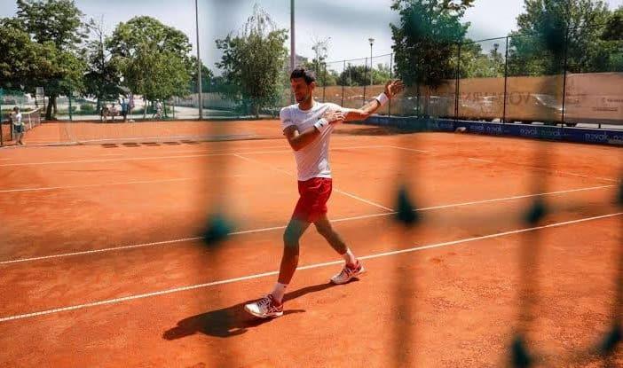 Coronavirus, Djokovic torna ad allenarsi a Marbella