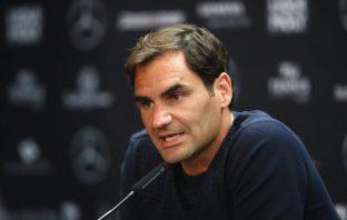 Federer si complimenta con Roman Josi