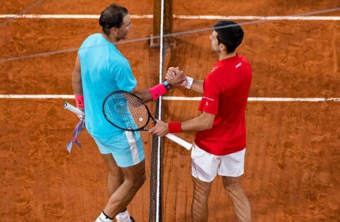 Roland Garros 2020, la stretta di mano tra Novak Djokovic e Rafael Nadal