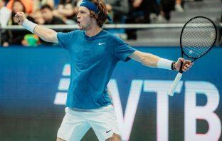 Rublev dominatore, raggiunge il record di Djokovic e punta alle Finals