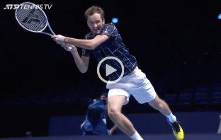 Lo spettacolo schiaffo al volo di rovescio di Medvedev