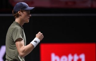 Atp Sofia, Sinner sconfigge Fucsovics in due set