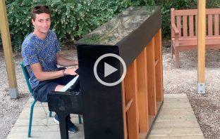 Ugo Humbert incanta al pianoforte
