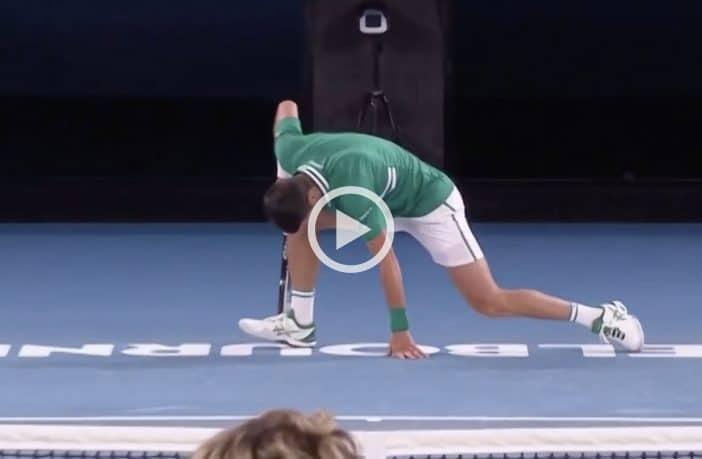 Il momento dell'infortunio di Novak Djokovic agli Australian Open