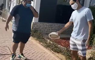 Federer chiede a un tifoso di stare a distanza