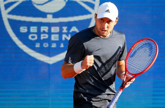 Karatsev incredibile a Belgrado contro Djokovic