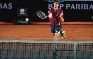 Roland Garros, Sinner vittoria col brivido: eliminato Herbert