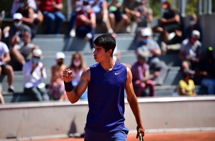Carlos Alcaraz vince all'esordio al Roland Garros