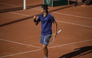 Lorenzo Musetti vince al debutto al Roland Garros