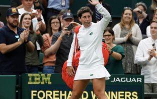 Carla Suarez Navarro saluta Wimbledon