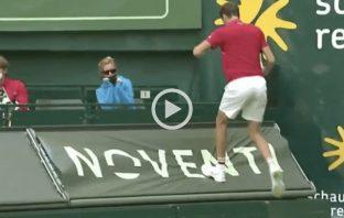 Medvedev fuori con Struff finisce sopra i cartelli pubblicitari