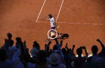 Il gran colpo in recupero di Tsitsipas contro Djokovic