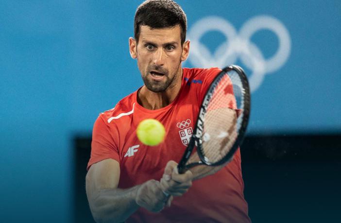 Djokovic nervoso: rotta una racchetta in allenamento