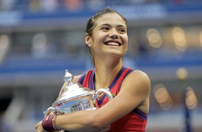 Emma Raducanu trionfa agli US Open e fa la storia del tennis