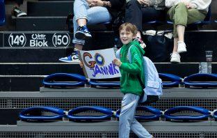Un giovane fan di Jannik ad Anversa